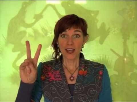 gebarenliedje: De kikkertjes - YouTube