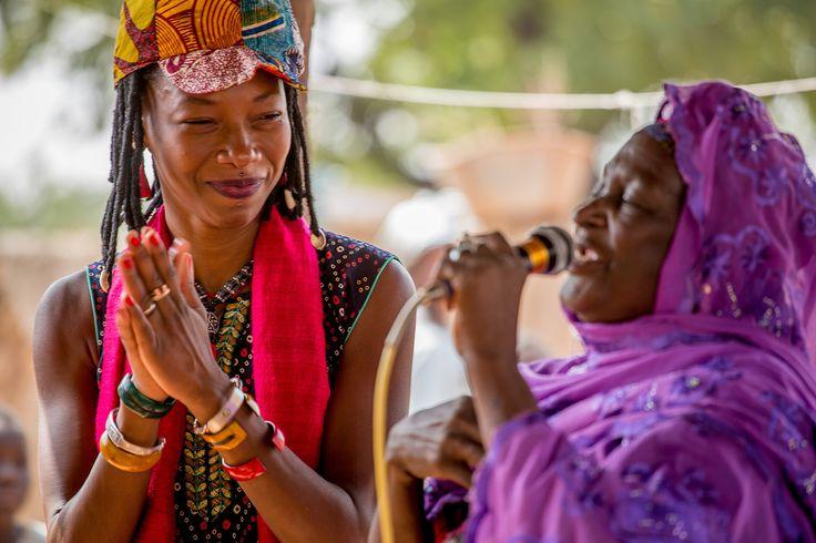 Als Fatoumata Diawara erfährt, dass Musiker in Mali von Terroristen bedroht werden, kehrt sie zurück in ihr Land, um mit ihrer Musik für Freiheit und Gerechtigkeit zu kämpfen. © Konrad Waldmann, 2016