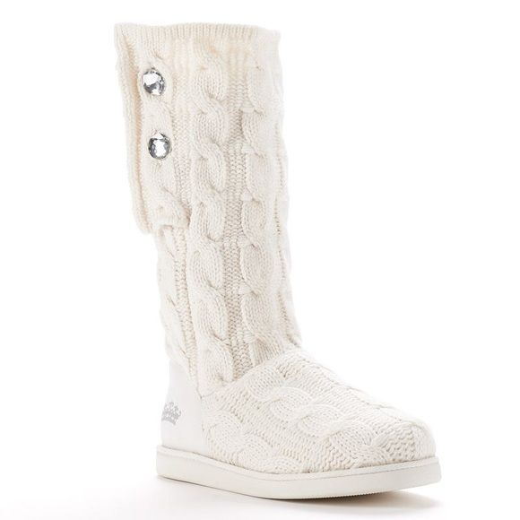 White Juicy Couture boots only worn a few times, great for winter! Juicy Couture Shoes Winter & Rain Boots