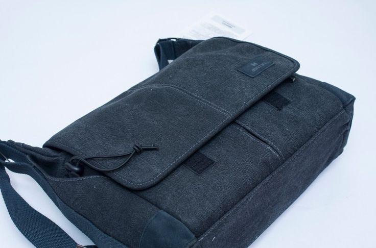 블랙 데님 스타일의 카메라 가방. 매틴 발라드 300