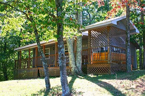 Country retreat in gatlinburg tennessee cheap cabin for Cheap cabin rentals near gatlinburg