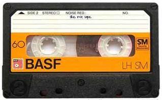 Cassettebandje! Je favoriete radioprogramma opnemen: met je vingers bij de rec en play knop zitten en tegelijkertijd induwen! Geweldig!!!