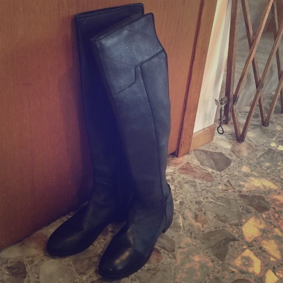 Black Aldo knee high boots Black leather Aldo thigh high boots. Never been worn! ALDO Shoes Over the Knee Boots