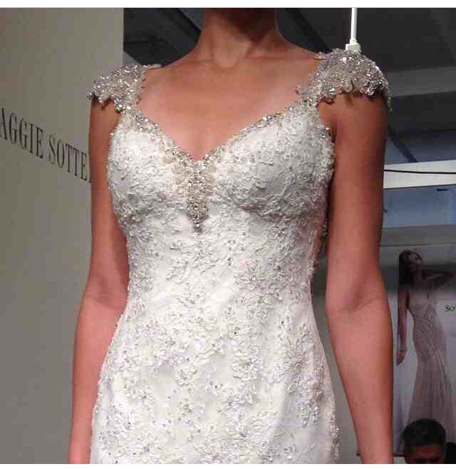 Maggie Sottero Ivory Brandy Vintage Wedding Dress Size 2 XS Off Retail
