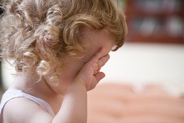 Jak pofoukat bebí, aby z dětí nevyrostli  uplakánci ani bezcitní tvrďáci. Neděláme jim to někdy zbytečně těžší, než je potřeba?