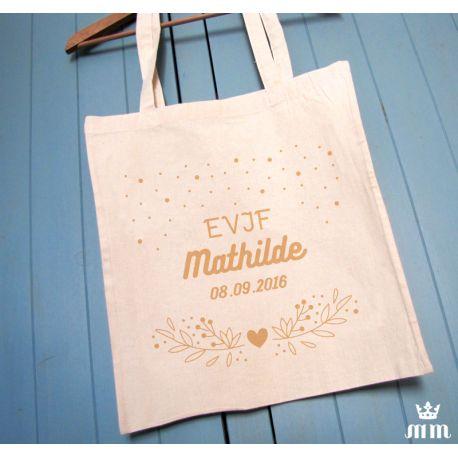 Tote bag EVJF Arabesque est un cadeau idéal pour la future mariée et ses amis présentes pour l'enterrement de vie de jeune fille (EVJF)... Ce tote bag personnalisé est un souvenir original à conserver.