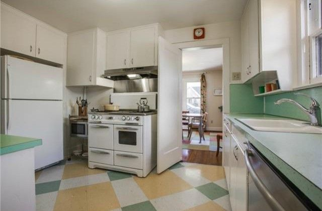 Candy's Dirt - Dallas Real Estate - Candy's Dirt: It's My Mansion: Colorful N. Oak Cliff Tudor Has Vintage Charm, Two Full Bathrooms - You + Dallas