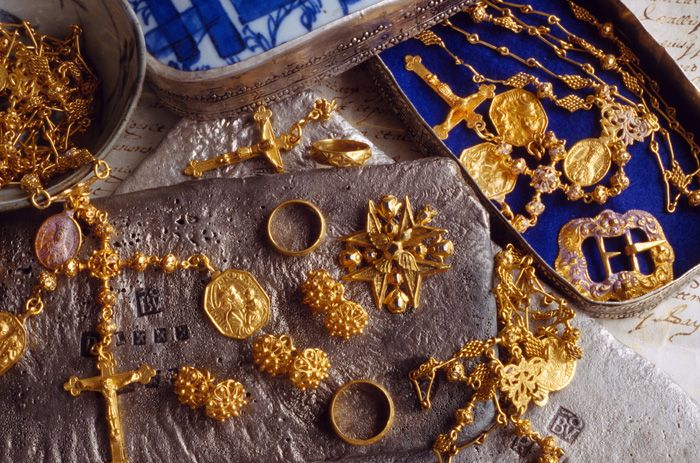 Caption 14- Gold rings, jewelry, religious artifacts and large silver bar. -1715 Fleet (Two bars ...