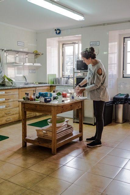 You can cook at Hub New Lisbon Hostel - Hostel Kitchen