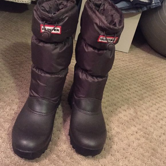 Hunter winter boots Very warm, thick (but light!) boots for winter! Soles have tons of traction, so you won't slip in winter on ice or snow. Great condition- barely worn! Hunter Boots Shoes Winter & Rain Boots