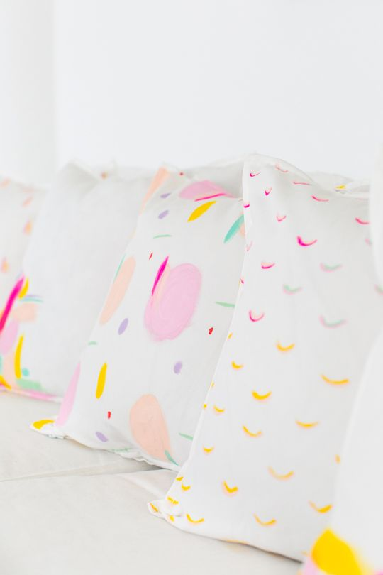 These DIY pattern throw pillows will be the perfect addition to your couch! via @SugarAndCloth