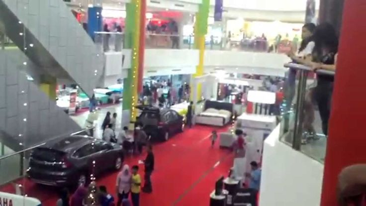 Pameran Mobil Di Mall