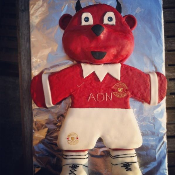Manu Cake Design : 42 best images about Manchester United 50th birthday cake ...