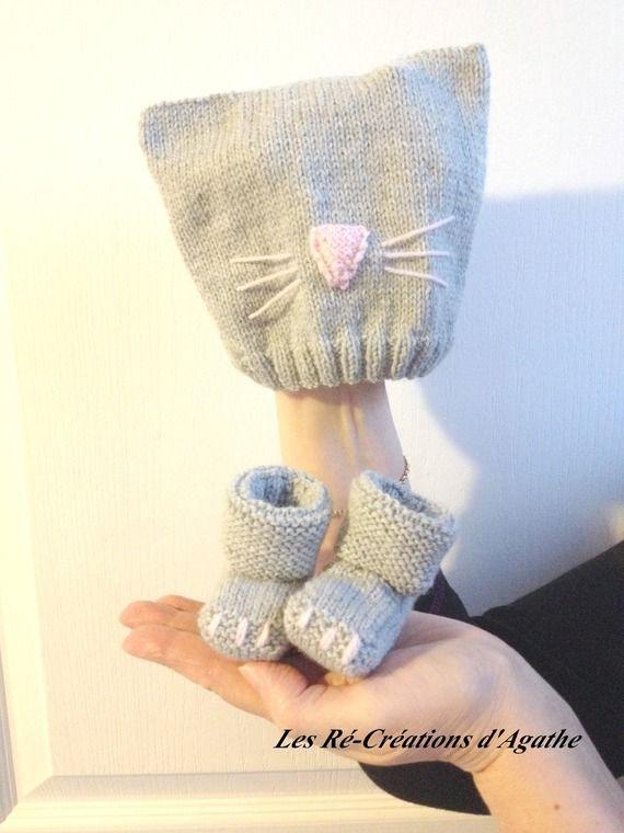 Bonnet et chaussons chat gris et rose naissance. Tricot. Fait main. A Little Market