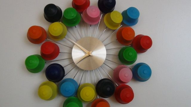 Wall clock with recycled dolce gusto coffee capsules - Como hacer manualidades con capsulas de cafe ...