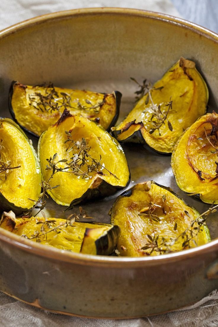 Weight Watchers Roasted Acorn Squash with Thyme Recipe - 3 WW Points - Vegan, Paleo, and Gluten Free