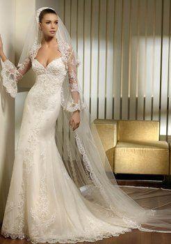 A-ligne sweetheart chapelle train satin des robe de mariage