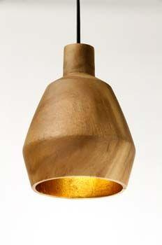 Houten hanglamp Kinta boven het keukeneiland