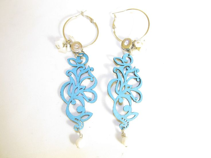 Handmade earrings with turquoise leather earrings (1 pair)  Made with turquoise leather filigree, antiallergic earring hoops, metal with crystal, mother of pearl and white coral.