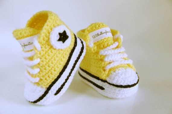 Check out this item in my Etsy shop https://www.etsy.com/pt/listing/261338888/baby-all-star-crochet-booties-handmade