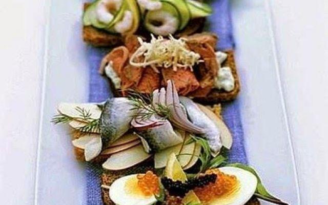 Vassoio di smørrebrød assortiti,il meglio della cucina danese #ricettecucinadanese