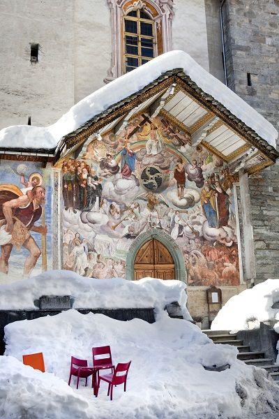 Off-piste paradijs Alagna Valsesia. Je leest erover in editie 6 van De Smaak van Italië 2014 (foto: Living Inside). Lees meer... http://www.desmaakvanitalie.nl/de-smaak-van-italie/alagna-valsesia-piste-paradijs/