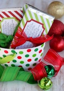 Christmas Candy Bar Wrappers {Free Christmas Printables}     Before heading out to visit family and friends for dinner tonight, print out a few of these fun Christmas candy bar wrappers, head to your local drug store that is still magically open and pick up a few big candy bars, and then keep these in your purse for anyone that hands you a gift that you may have forgotten to add to your list.