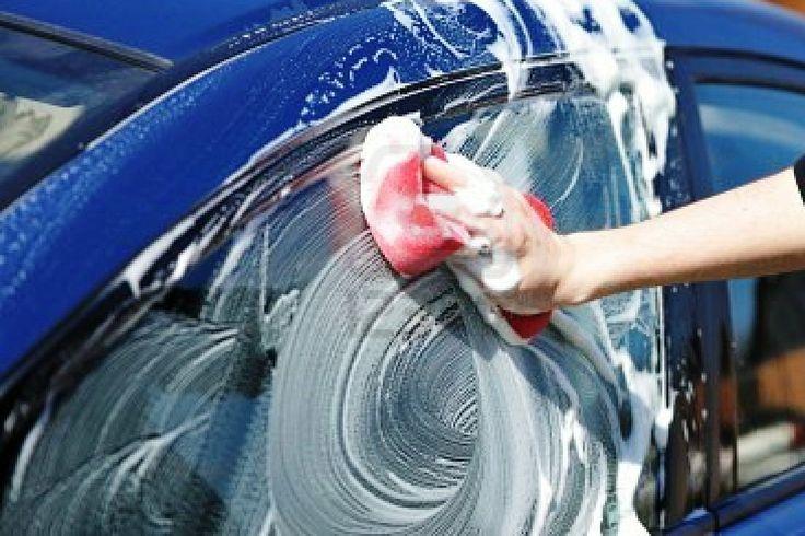 Was de #auto niet in de volle #zon. Doordat het water te snel opdroogt krijg je watervlekken en de shampoo kan strepen achterlaten #tip Meer tips? www.hulpstudent.nl