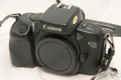 N°3: L'EOS 750 a été commercialisé en Octobre 1988.