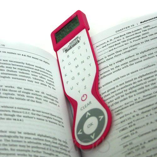 2 em 1: marcador de livro e dicionário eletrônico.
