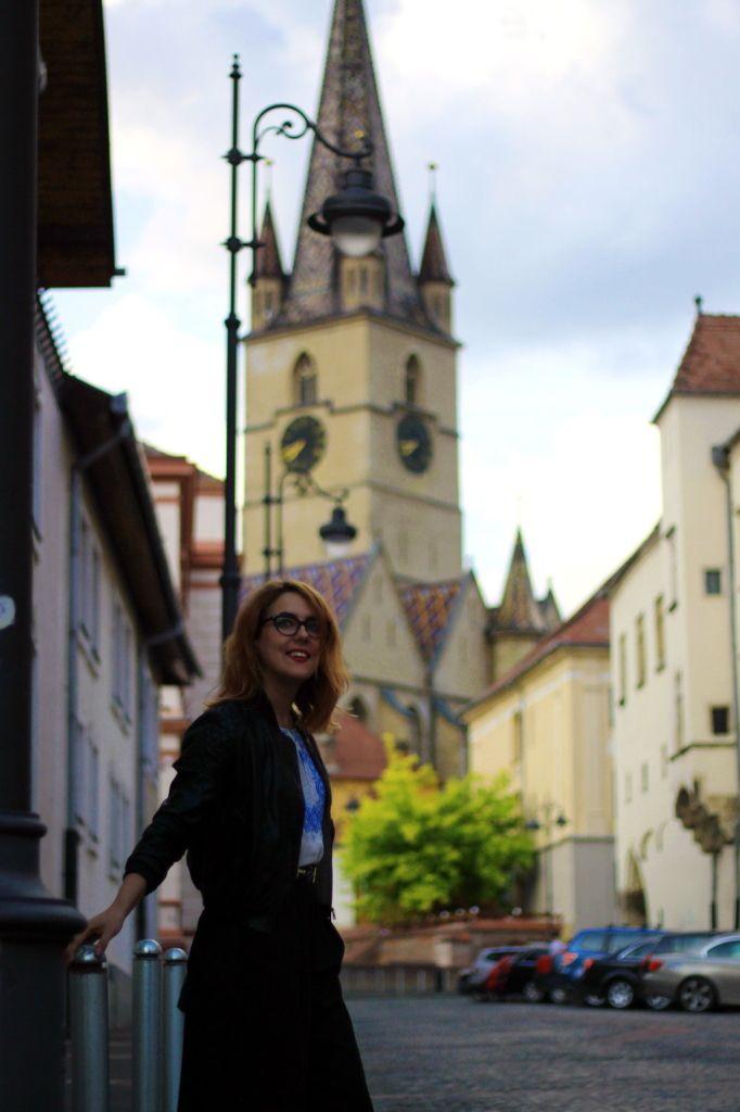 Sibiu streetstyle traditional romanian blouse cross belt and culottes