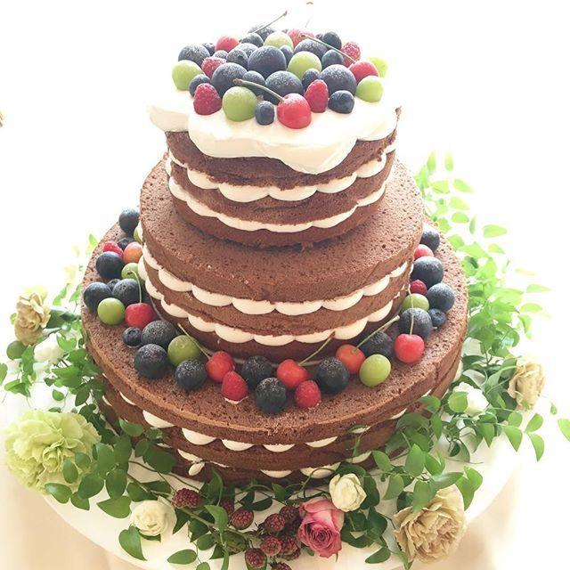 ・ ・ #ネイキッドケーキ も#秋バージョン ♡ ・ #ころん とした #フルーツ たちが#可愛い ⋈*。 ・ ・ ・ #さくらんぼ#ブルーベリー#巨峰#ぶどう…