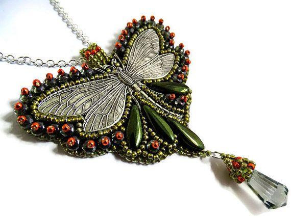 Bead embroidery Beadembroidery Hanger aan ketting met Libelle Libel Groen Oranje Pendant Beadwork Handgemaakt Outlander inspired