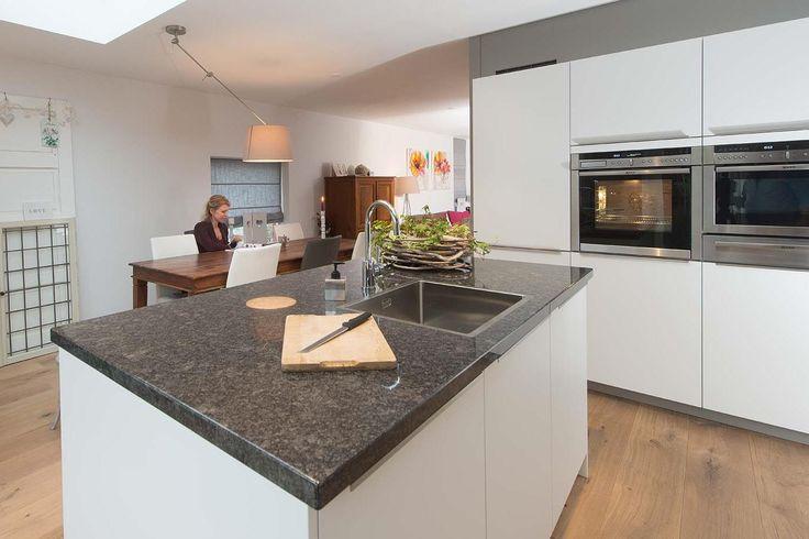 Moderne keuken met Liebherr koeler  DB Keukens