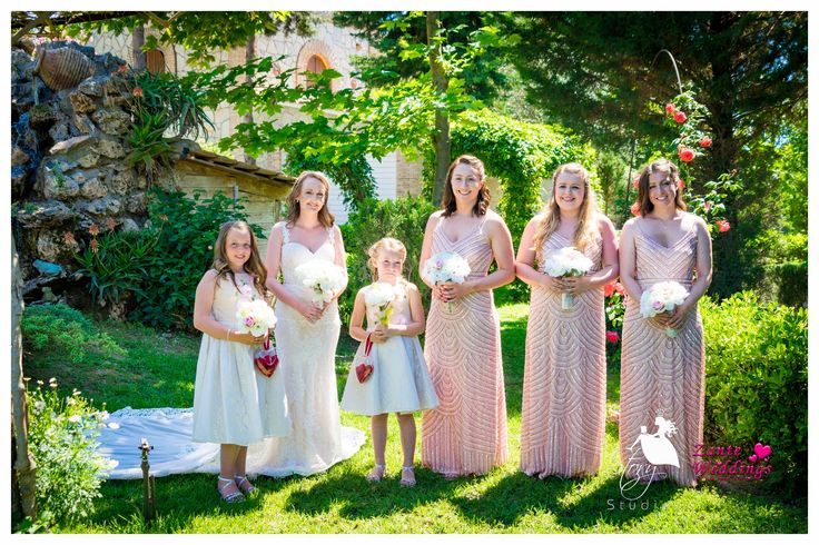 Beautiful bride with her lovely bridesmaids!