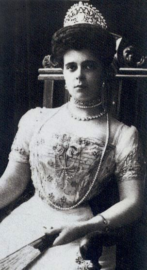 Princess Nicholas of Greece wearing significant tiara and a bow brooch she gave to her daughter Marina.