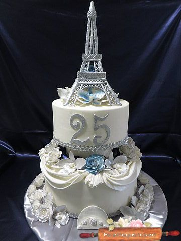 Torta decorata torre eiffel con rose ed orchidee gum paste