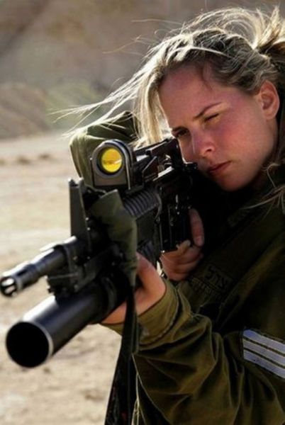 Israel 13d8a1bd28c7f8c4665adff5ff9e4e4a--army-girls-guns-girls