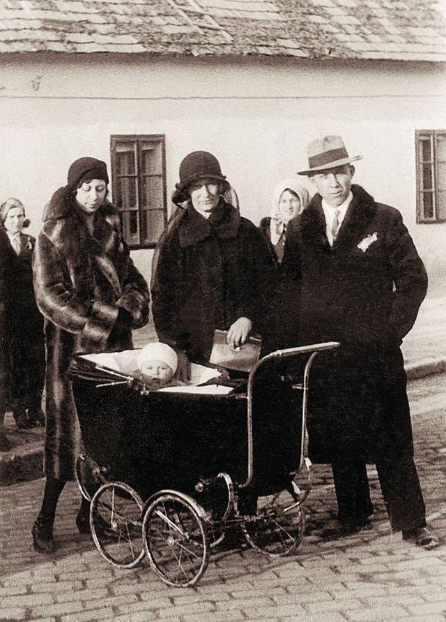 *-*Dievčatku v kočíku všetci želali šťastný život. Magda Paveleková prežila rozhodne naplnený život.