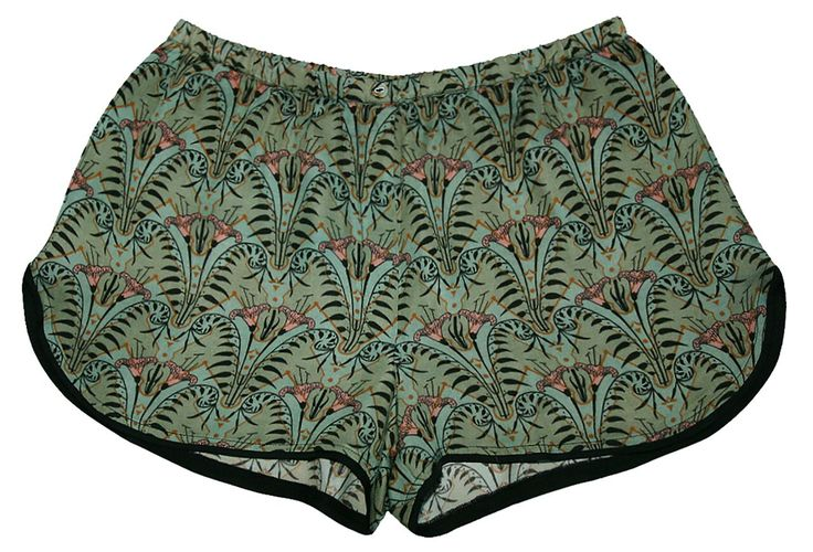 Shorts in soft lyocell satin with beautiful art deco print and contrast piping.