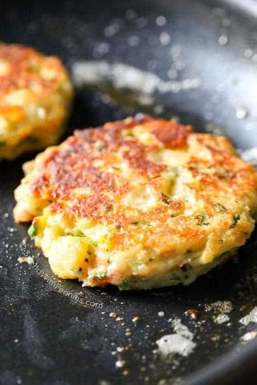 how to make fried mashed potatoes cakes
