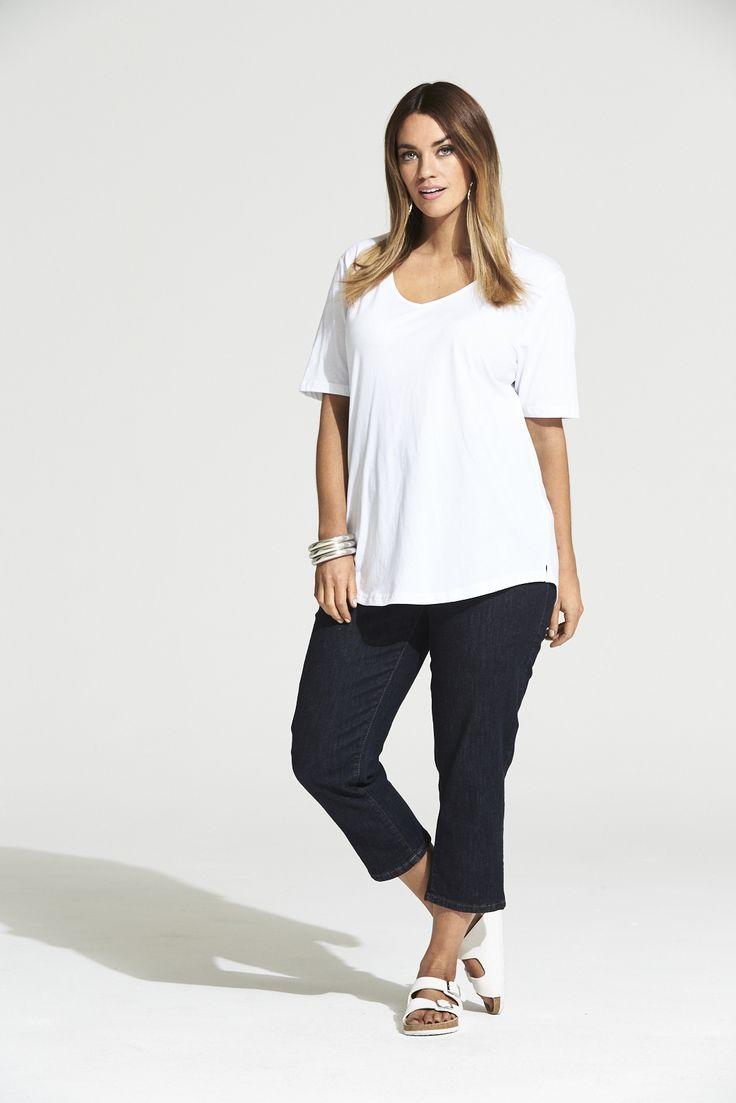 Vee Neck Curved Hem Tee in White  #mysize #plussize #fashion #plussizefashion #summer #newarrivals #outfit