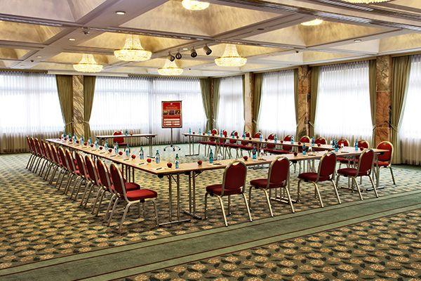 Eines der Konferenz- & Seminarräume / One of the conference and seminar rooms | H4 Hotel Frankfurt Messe