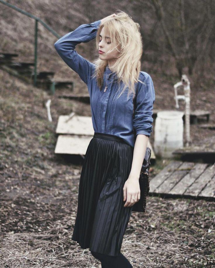 Black skirt, blonde