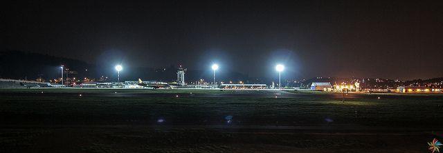 Aeropuerto A Coruña, Alvedro en la noche