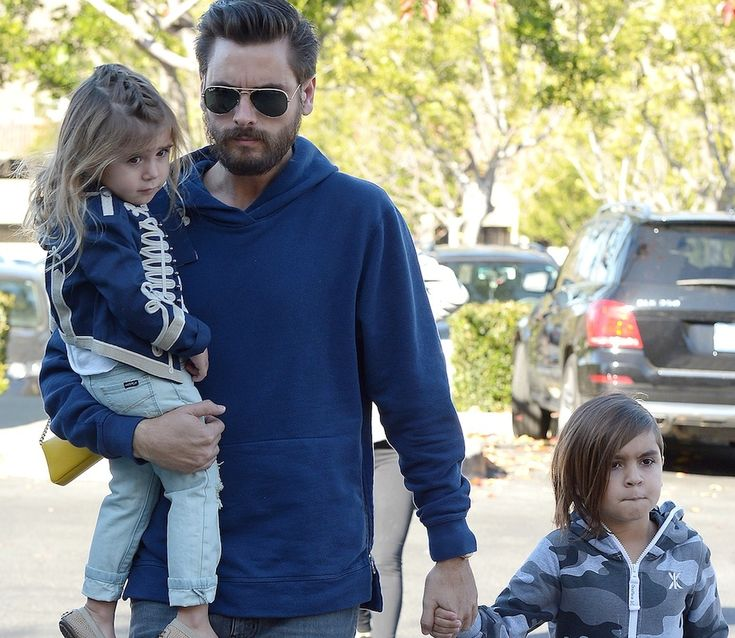 Scott Disick Spotted Hanging Out With His Kids For The First Time In Forever! #KourtneyKardashian, #Kuwk, #ScottDisick, #TheKardashians celebrityinsider.org #Entertainment #celebrityinsider #celebrities #celebrity #celebritynews #rumors #gossip