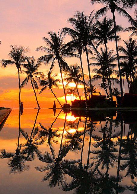 Soleil couchant avec le reflet de l'eau, Thaïlande.
