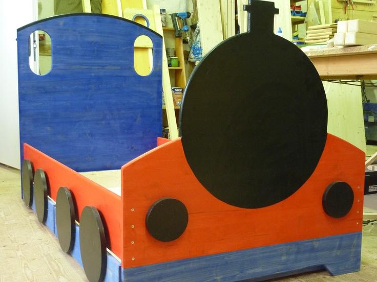 Ein Lokomotivenbett, der Traum für jeden Eisenbahn Fan. Ein Eisenbahnbett gehört zu jedem Zugführer.