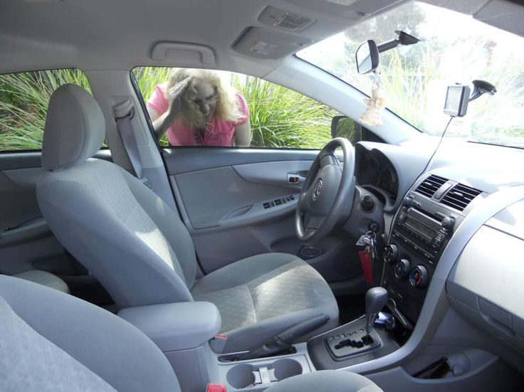 Here's what locksmith contractors do when they get keys locked in their car. 613-519-1637