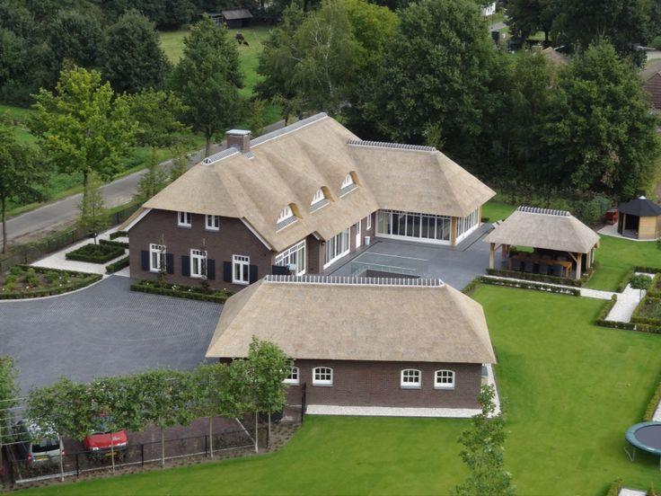 Schitterende boerderij met rieten dak garage en bijgebouw overkapping rieten daken pinterest - Fotos van eigentijds huis ...